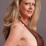 Bei Barbara Schöneberger passt die Brust nicht ins Kleid