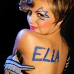 Ella Endlich oben ohne von hinten