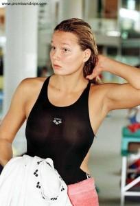 Franziska van Almsick im durchsichtigen Badeanzug