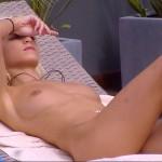 Mia Julia nackt auf der Liege