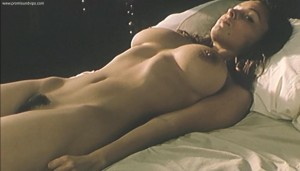 Mina Tander nackt im Bett