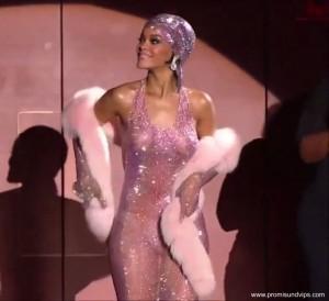 Rihanna in einem durchsichtigem Kleid