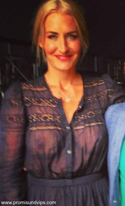 Sarah Connor mit nackten Brüsten