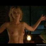 Ursula Karven mit nacktem Oberkörper