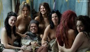 Xenia Assenza mit nackter Brust