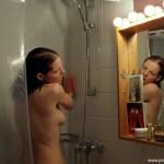 Yvonne Catterfeld nackt unter der Dusche